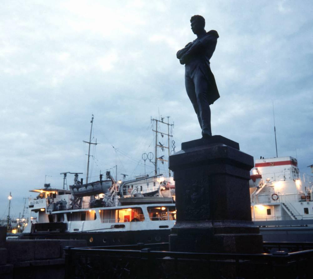 Памятник Крузенштерну. 1981 г.