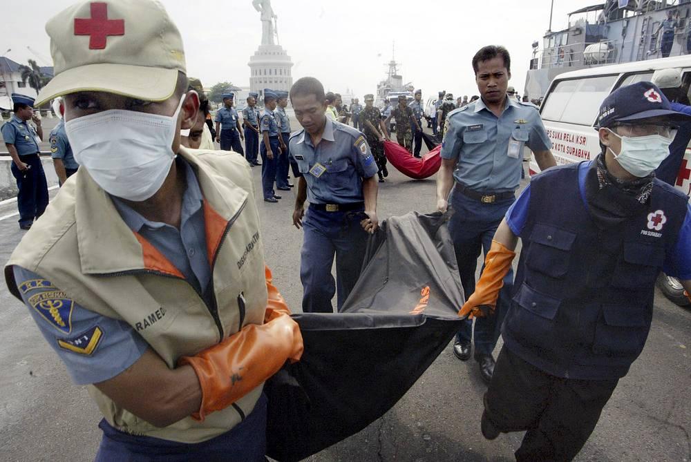 В ночь на 30 декабря 2006 года в Яванском море во время рейса между островами Борнео и Ява (Индонезия) в сильный шторм попал паром Senopati Nusantara. На его борту находились 628 пассажиров. Более 400 человек считаются пропавшими без вести