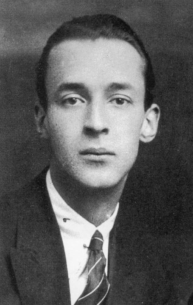 В 1919 году семья переехала жить в Берлин, Владимир в это время учился в Тринити-колледже в Кембридже. На фото: Владимир Набоков в Кембридже, 1920 год