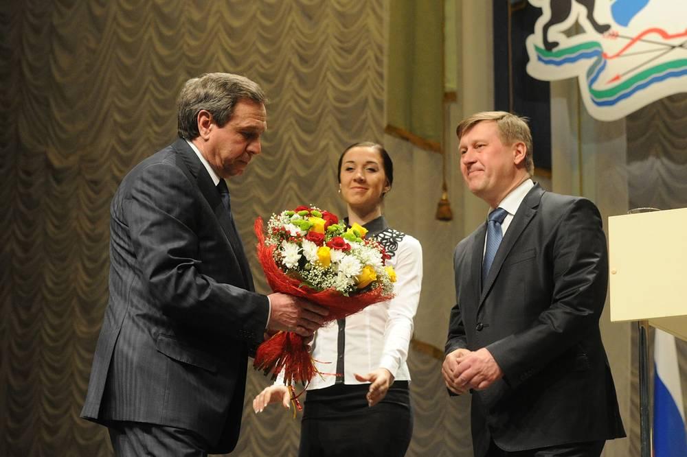 Врио губернатора Новосибирской области Владимир Городецкий поздравил Анатолия Локотя со вступлением в должность мэра
