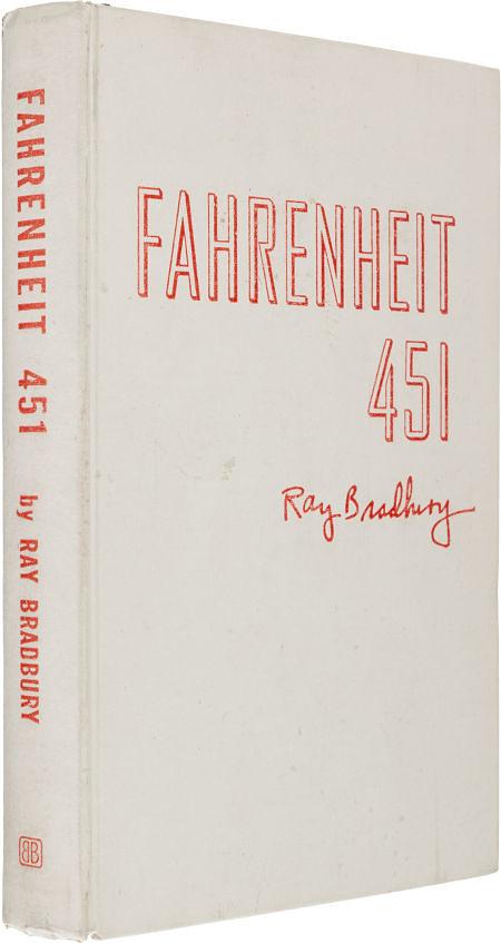 """Редкий экземпляр одного из самых известных романов американского писателя Рэя Брэдбери (1920-2012) """"451 градус по Фаренгейту"""" с огнеупорной обложкой был продан на аукционе в Нью-Йорке за $17,5 тыс"""