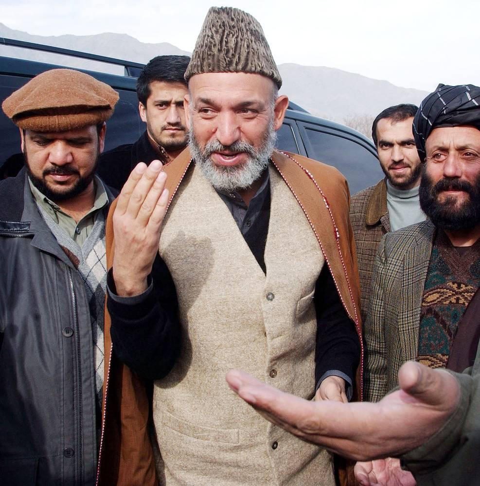 """Карзай — автор бестселлера """"Талибан"""", монографии, в которой подробно рассказывается об истории движения. Некоторое время глава Афганистана был его сторонником, но после прихода талибов к власти в 1996 году порвал с ними и перебрался в Пакистан"""