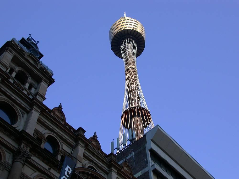 Сиднейская телебашня имеет в основе гиперболоидную конструкцию. Это самое высокое здание в Сиднее, а также второе по высоте в Южном полушарии. Телебашня - достопримечательность Австралии