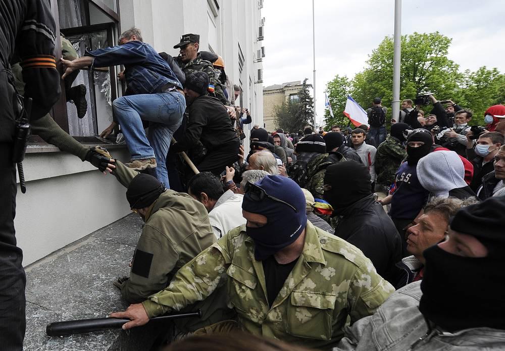Захват здания областной администрации Луганска