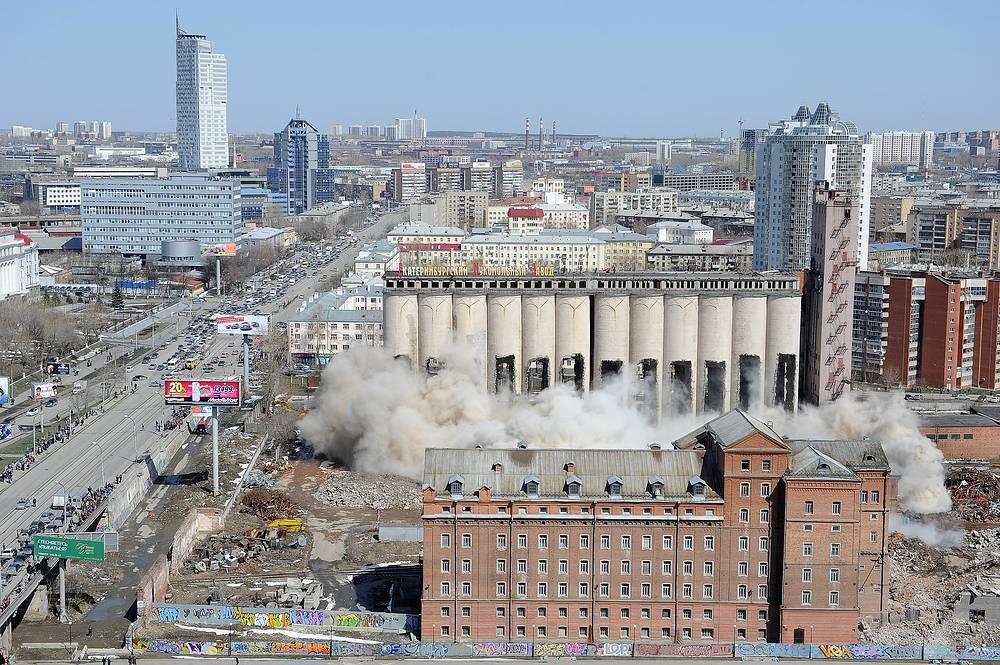 Во время обрушения старого цеха Мукомольного завода в Екатеринбурге