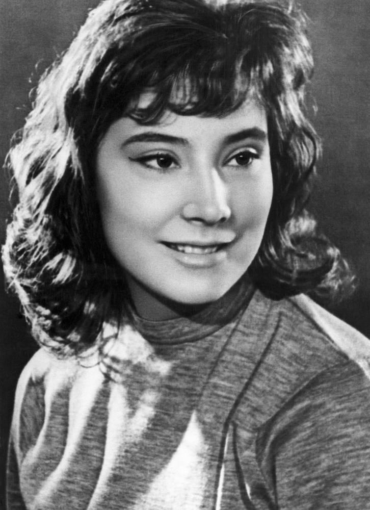 Татьяна Самойлова родилась в 1934 году в Ленинграде. В школьные годы занималась балетом, окончила балетную студию при театре имени Станиславского и Немировича-Данченко