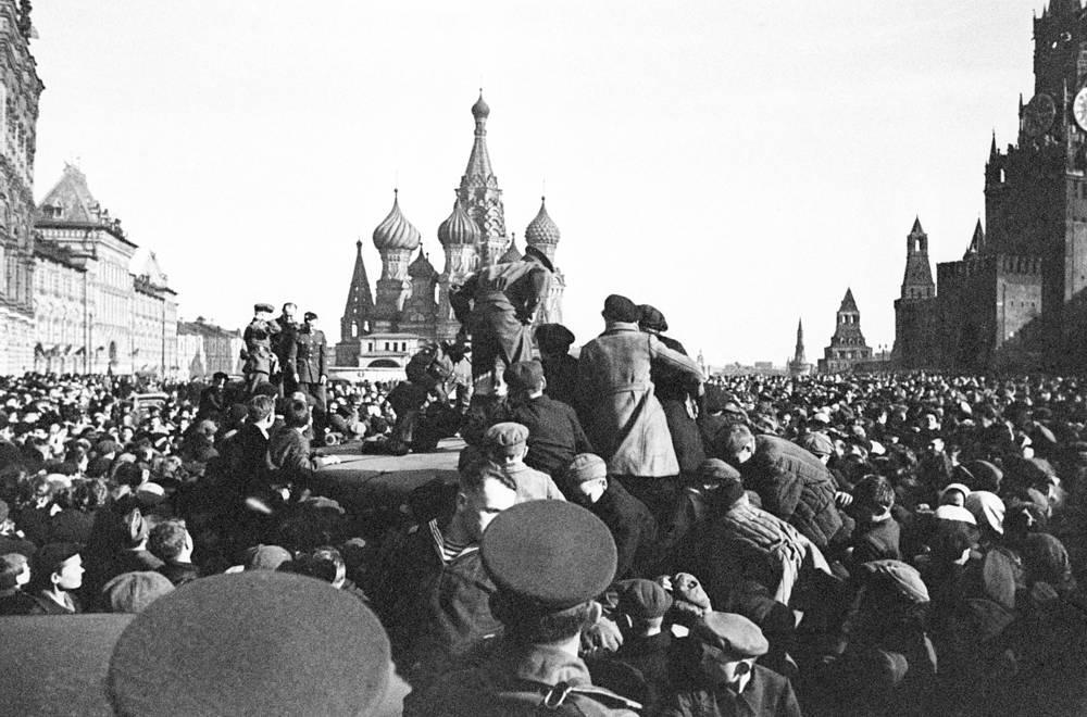 Рано утром 9 мая на Красной площади в Москве