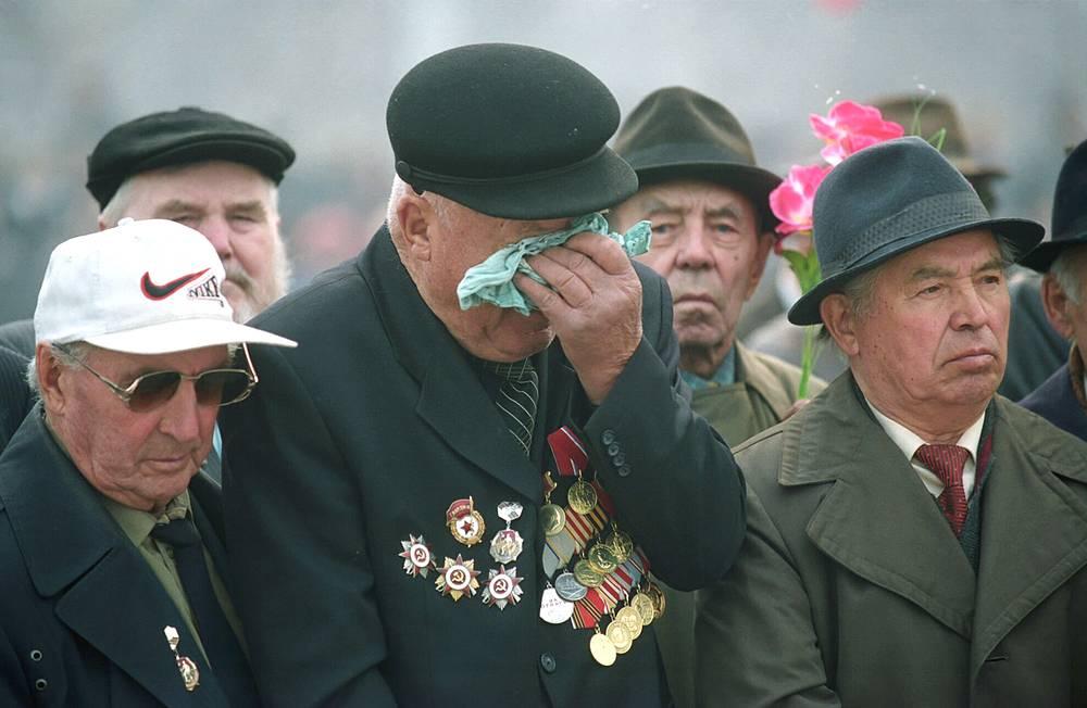 Ветераны Великой Отечественной войны в День Победы в Чите, 2003 год