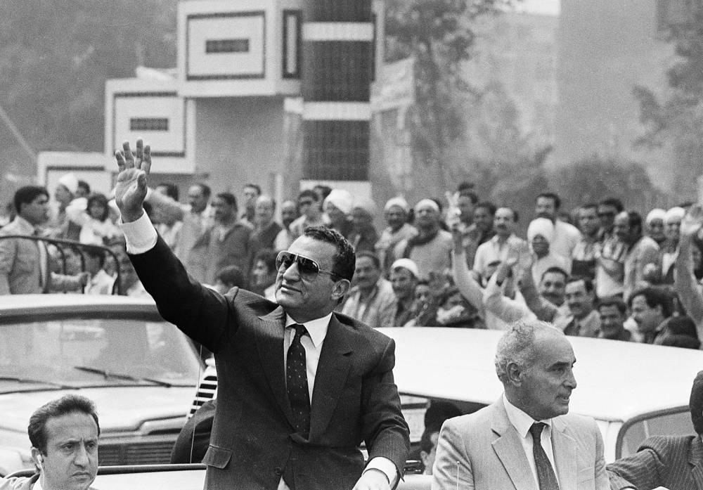 Четвертым президентом Египта стал Мухаммед Хосни Мубарак (13 октября 1981 года - 11 февраля 2011 года). Мубарак взял курс на либерализацию экономики, освободил из заключения несколько сотен представителей оппозиции