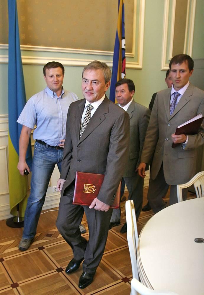 В борьбе за пост мэра Киева в 2006 году Виталий Кличко занял второе место, пропустив вперед Леонида Черновецкого