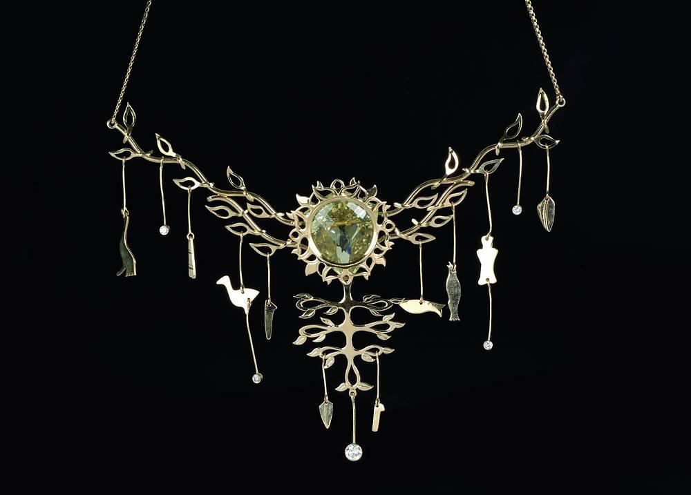 """Колье """"Золотой шаман"""". А. Назаров. Золото, бриллианты, цитрин. 2006 г."""