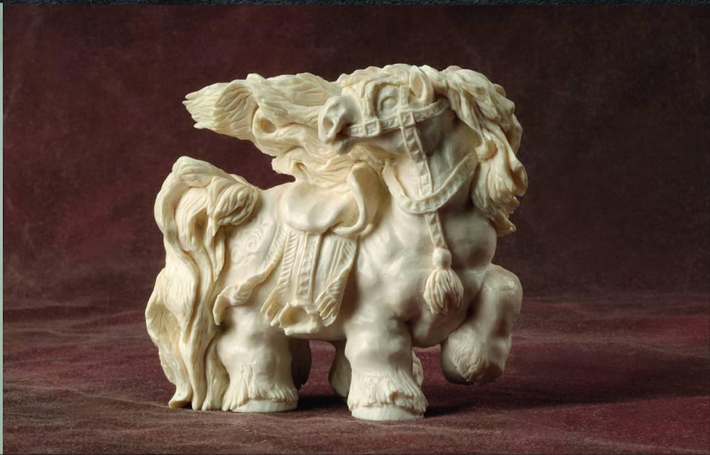 "Скульптура ""Конь"".  ФНП ""Кудай Бахсы"".  Бивень мамонта. 1993 г."
