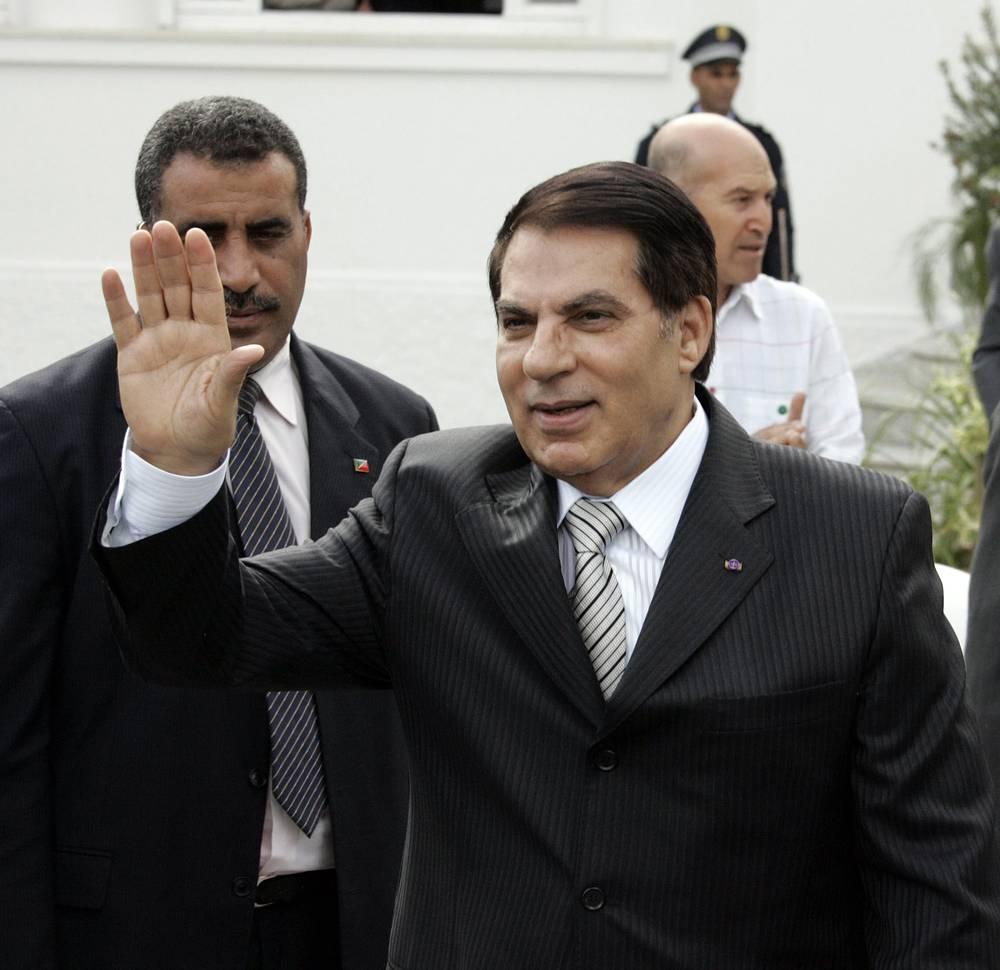 Свергнутый в результате революции 14 января 2011 года президент Туниса Зин аль-Абидин бен Али бежал в Саудовскую Аравию. На родине он приговорен к трем пожизненным срокам заключения за разгон манифестаций в 2011 году. На фото: Зин аль-Абидин бен Али, октябрь 2009 года
