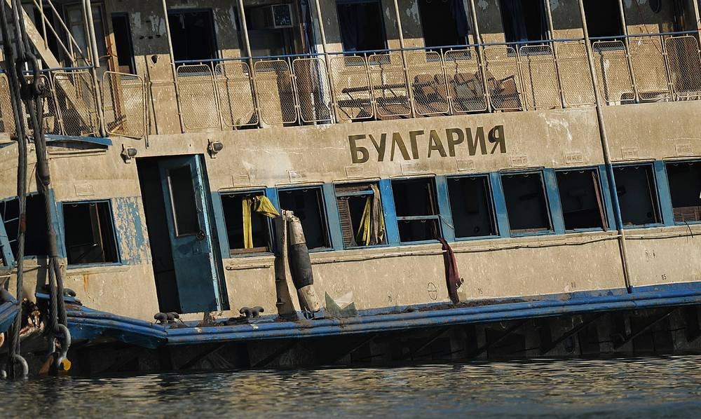 """Теплоход """"Булгария"""" затонул 10 июля 2011 года в Куйбышевском водохранилище в Татарстане. Катастрофа произошла в 2,56 тыс. м от берега. Судно ушло на дно за несколько минут"""