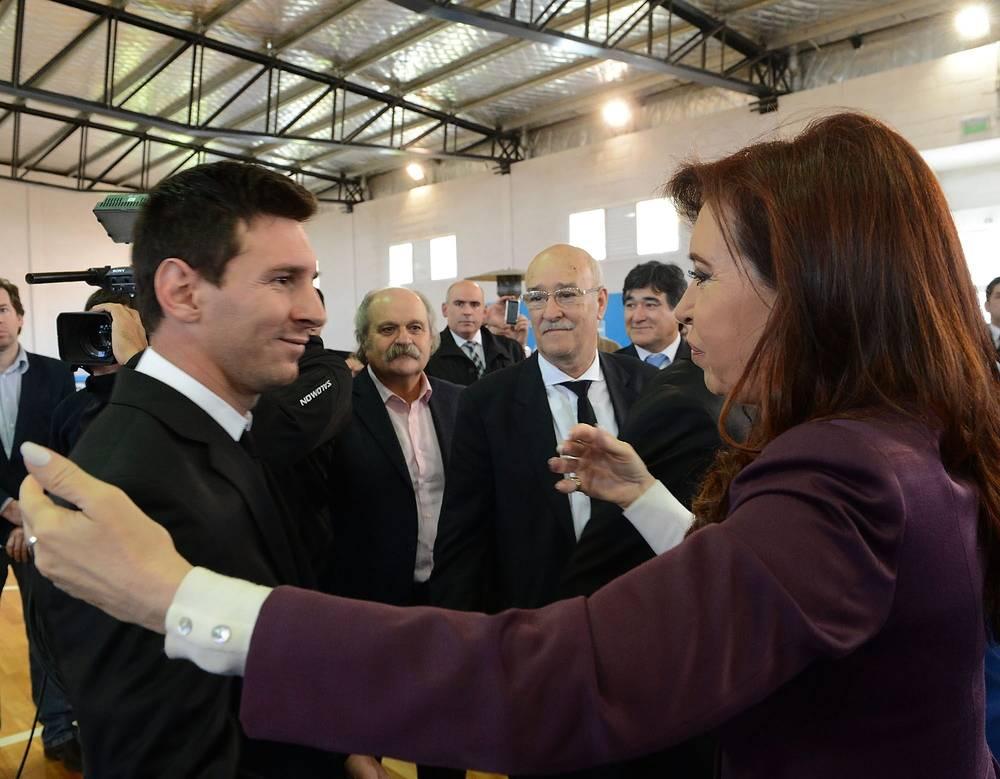 На встрече с футболистами президент Аргентины Кристина Фернандес де Киршнер поздравила их со вторым местом, поблагодарила за отличную игру и мужество
