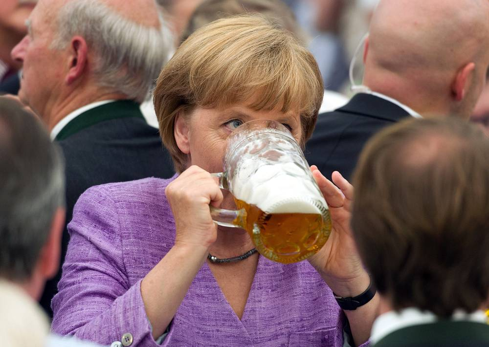 Канцлер Германии на ярмарке Gillamoos в Баварии. 2012 год