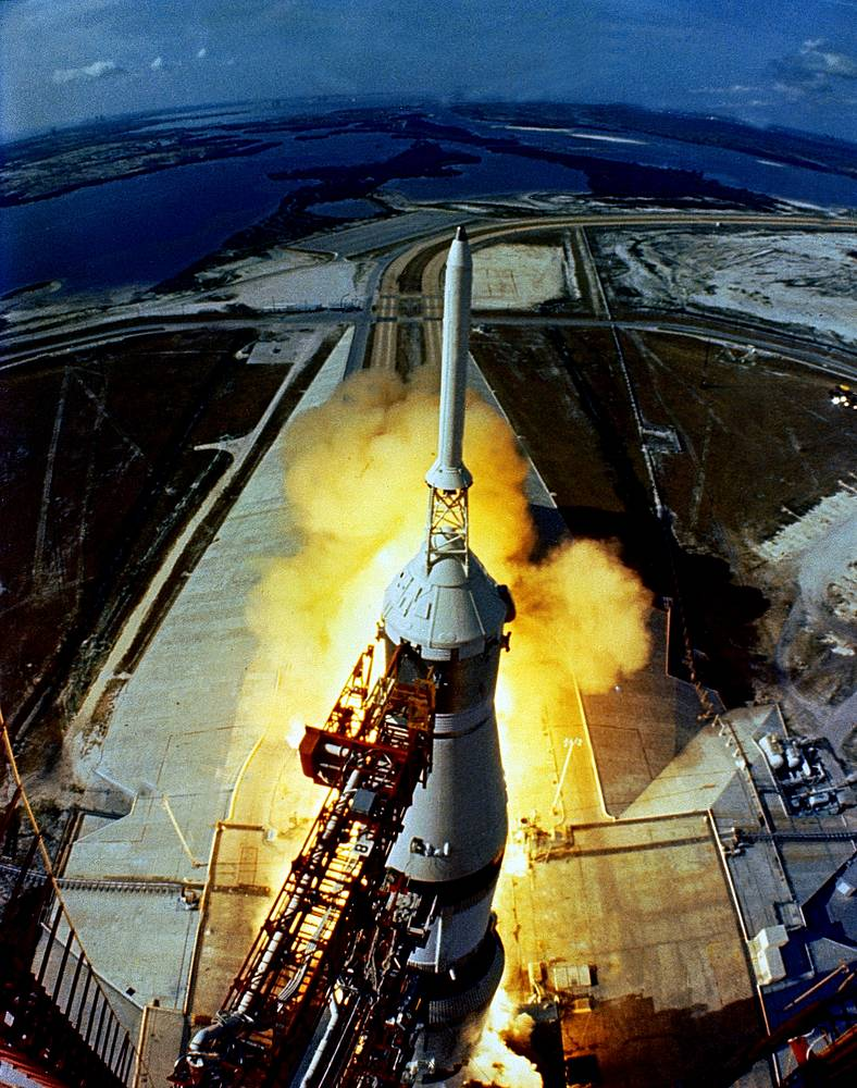 """Старт космического корабля """"Аполлон-11"""" 16 июля 1969 года"""