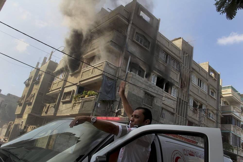 Израильская армия возобновила удары по целям в Газе. Гуманитарное перемирие на 72 часа, вступившее в силу в пятницу в 9.00 мск, было сорвано. За 24 дня операции израильская армия нанесла удары по 4370 объектам террористической активности в секторе Газа