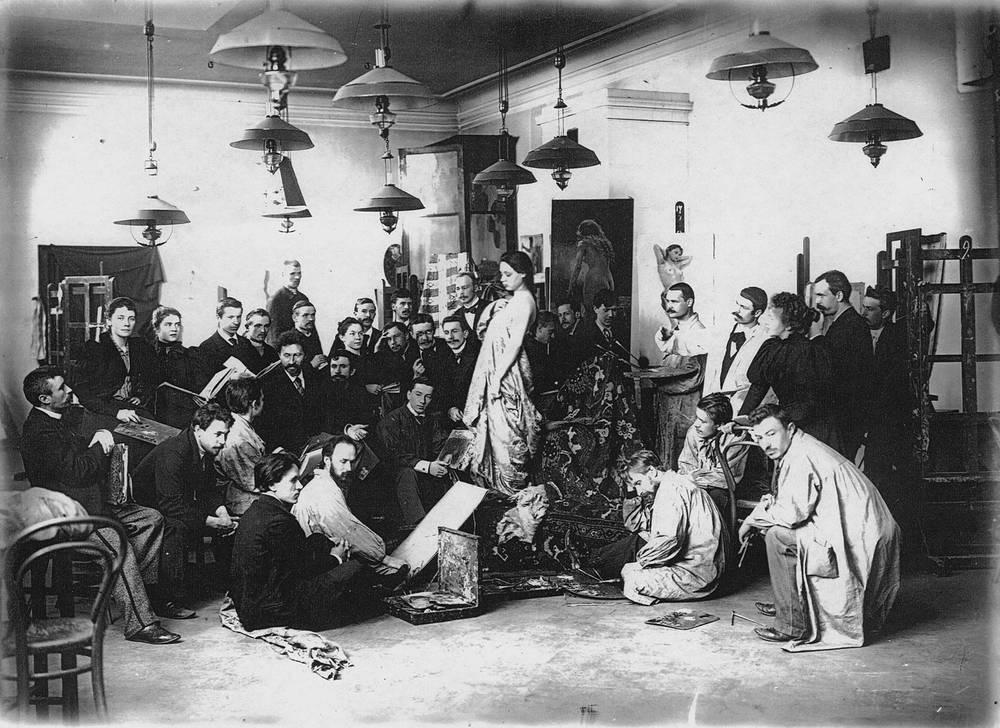 Живописная мастерская профессора Ильи Репина. Постановка натуры. 1897-1898 годы