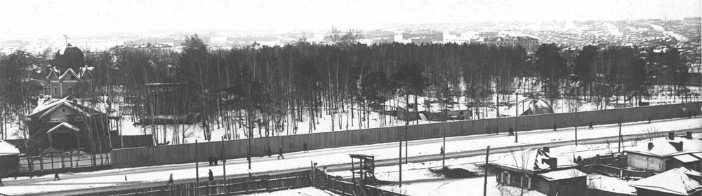 На месте современного парка в начале XX века располагалось кладбище, которое в 1913 году было закрыто