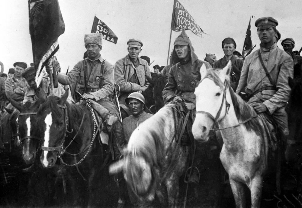 Гражданская война. Бойцы Первой конной армии Буденного на митинге, 1920 год
