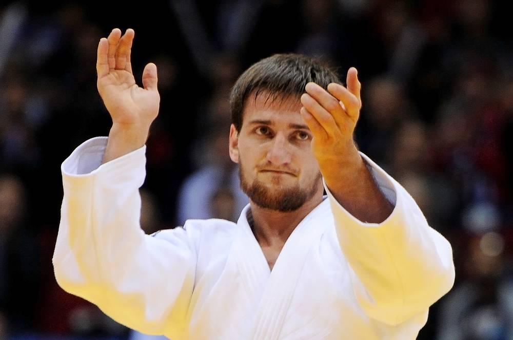 Муса Могушков после победы в поединке за третье место в весовой категории до 73 кг среди мужчин на чемпионате мира по дзюдо - 2014 в Челябинске