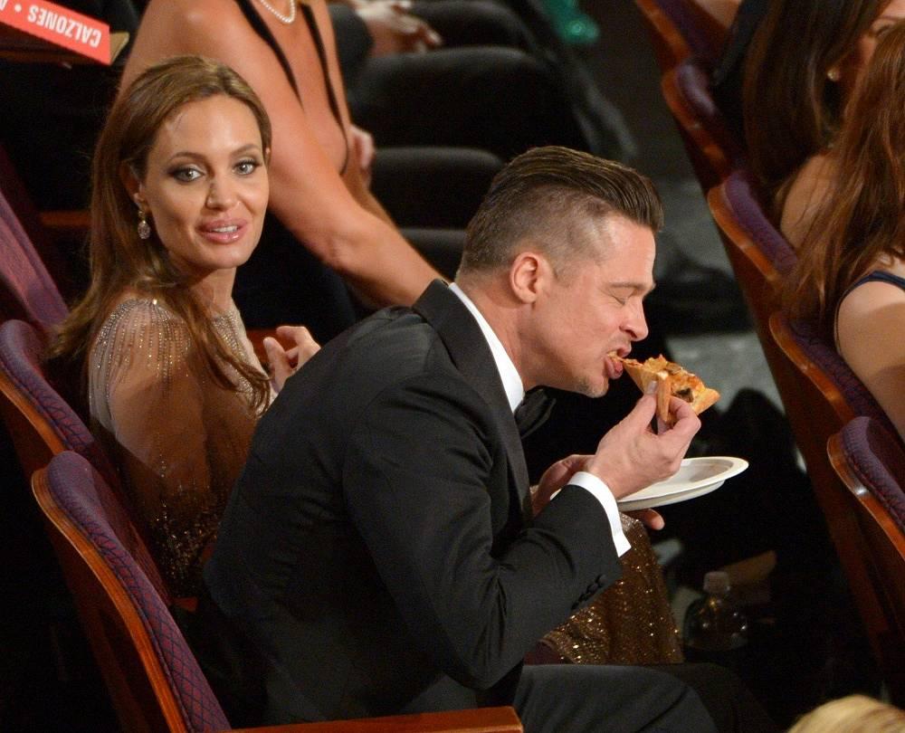 """На церемонии вручения премии """"Оскар"""" в 2014 году ведущая Эллен Дедженерес заказала для гостей пиццу. Награда в главной номинации - """"Лучший фильм года"""" - получила картина """"12 лет рабства"""", продюсером которой является Питт"""