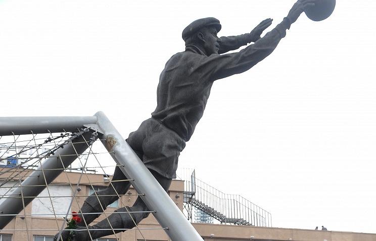 """Второй памятник Яшину был установлен в 1999 году рядом с северной трибуной московского стадиона """"Динамо"""""""