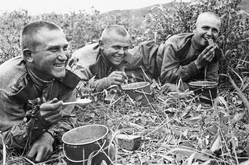 Этот закон действовал почти 28 лет. На фото: солдаты 159-й стрелковой дивизии 5-й армии 1-го Дальневосточного фронта, 1945 год