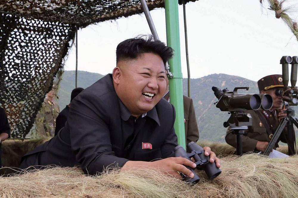 Ким Чен Ын посещает военные учения на границе с Южной Кореей, 2014 год