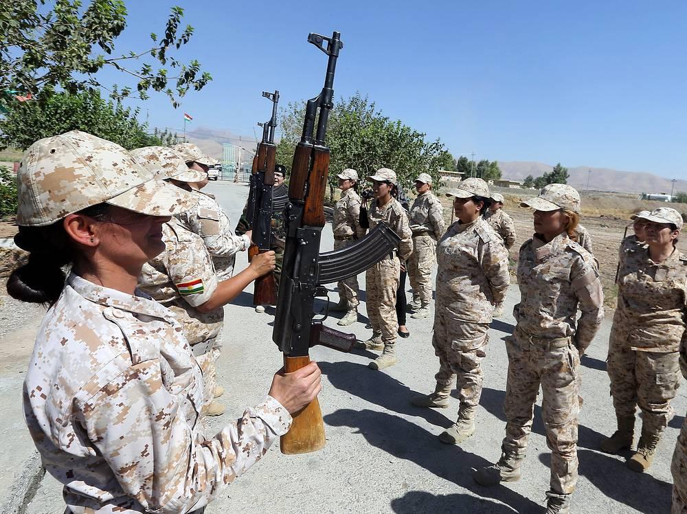 Учения женского батальона армии Курдистана в Ираке, 2014 год