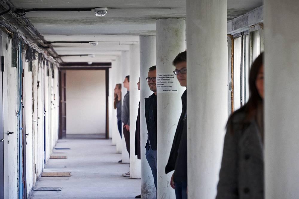 В форуме задействован Дом Наркомфина - жилой дом-коммуна, построенный в 1930 году по проекту одного из идеологов советского конструктивизма Моисея Гинзбурга для работников Народного комиссариата финансов СССР