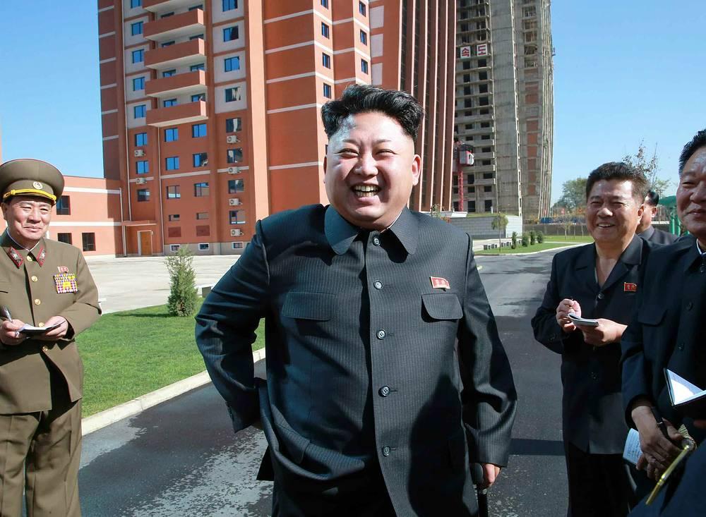 Лидер Северной Кореи Ким Чен Ын посетил жилой комплекс для преподавателей в Пхеньяне