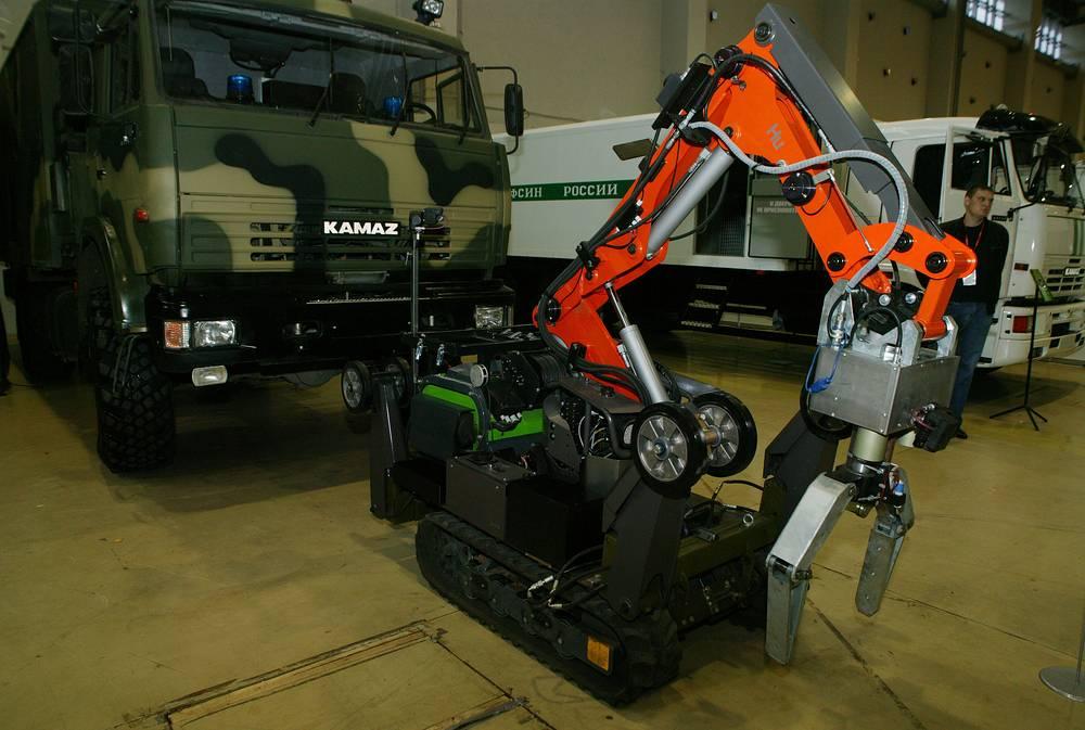 Мобильный робототехнический комплекс для проведения мониторинга, обнаружения и эвакуации взрывоопасных предметов