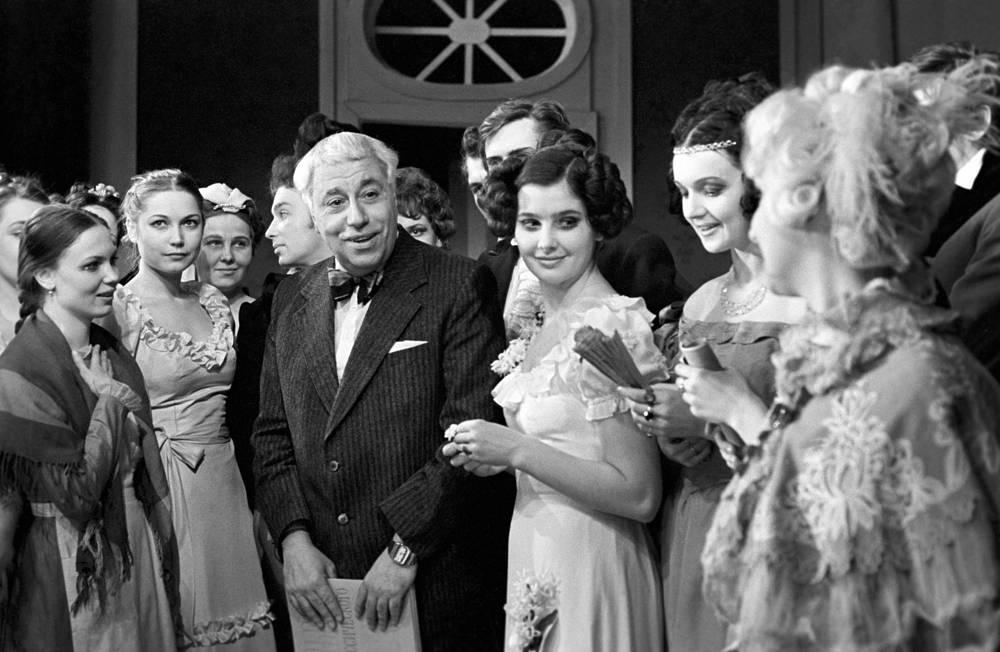 Сын Рубена Симонова, Евгений Симонов, окончил актерское отделение училища в 1947 году. С 1969 по 1987 год - главный режиссер театра имени Вахтангова