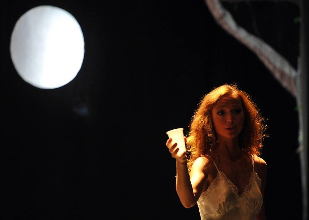 Актриса Елена Захарова окончила театральное училище имени Б.В. Щукина в 1997 году