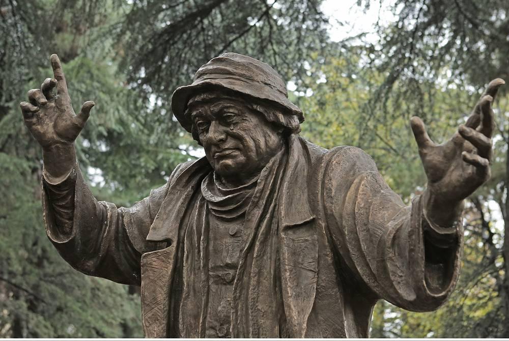 Памятник грузинскому актеру Рамазу Чхиквадзе. Тбилиси, Грузия, 2013 год