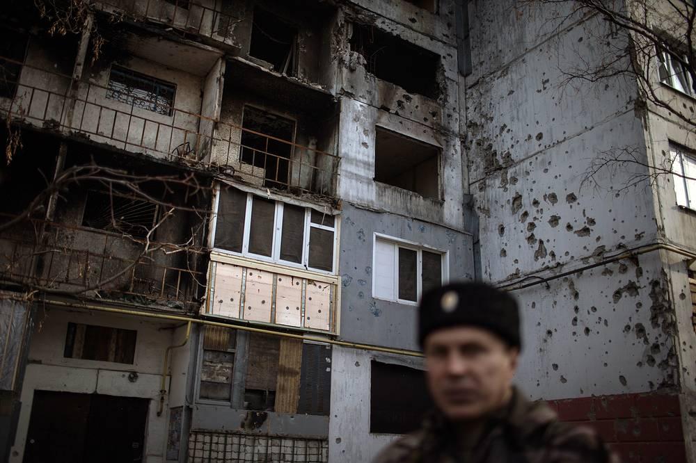В городе Первомайске, к западу от Луганска, каждый день слышны залпы тяжелых орудий