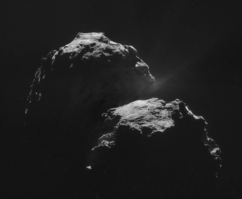 Коллаж из четырех снимков, сделанных камерой Navcam на расстоянии 31,8 км от центра кометы