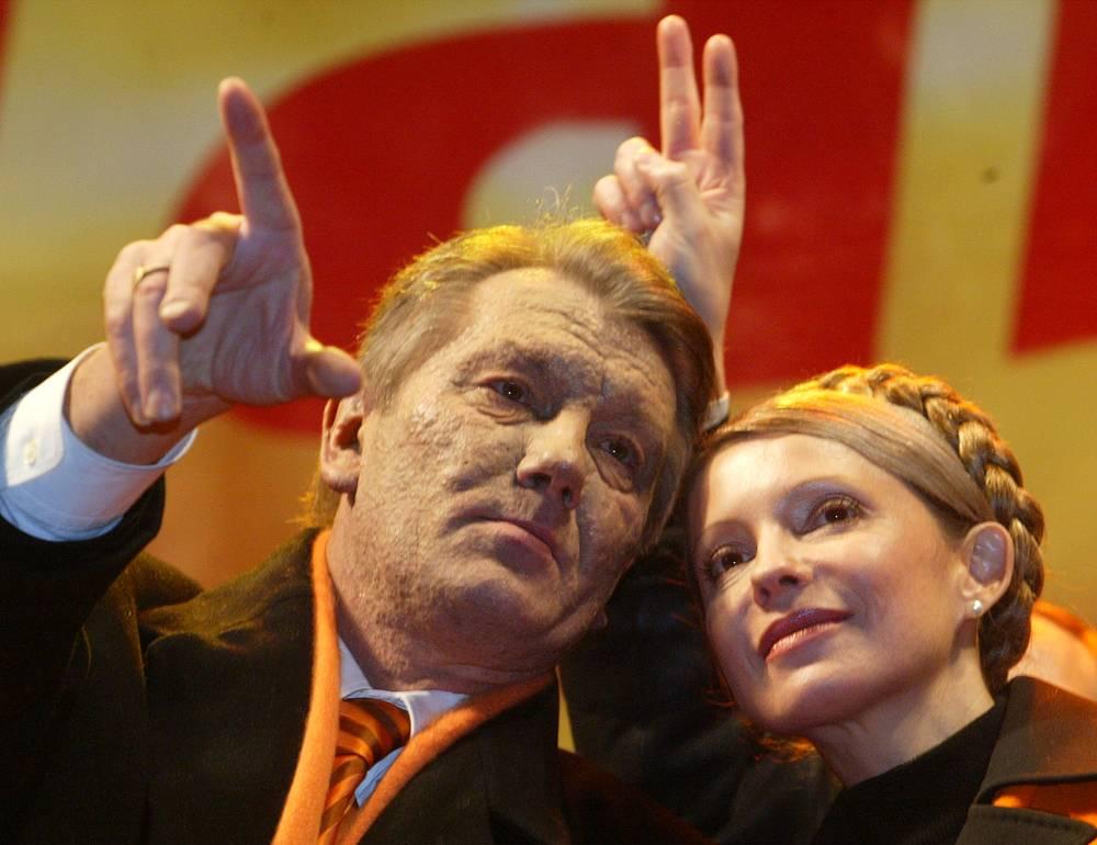 Виктор Ющенко и Юлия Тимошенко во время митинга, 27 декабря 2004 года