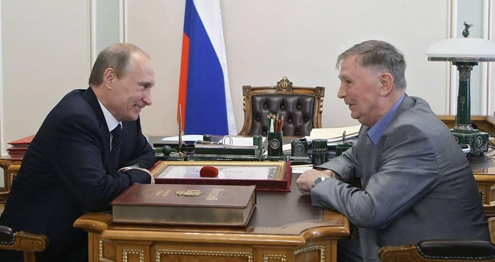 Виктор Тихонов и Владимир Путин. 2010 год