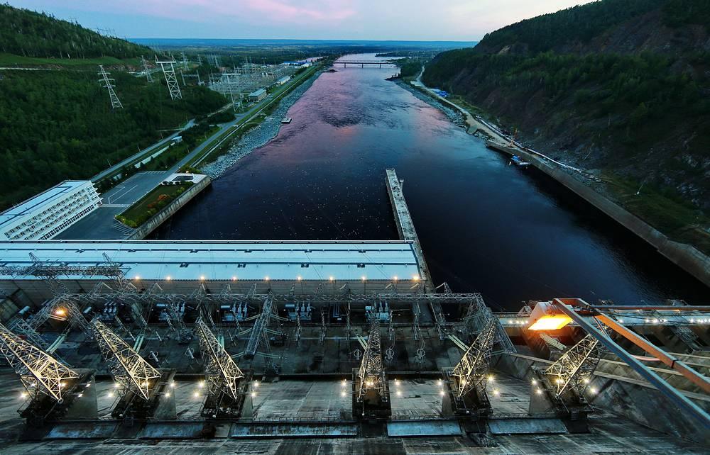9 октября. Плотина Зейской гидроэлектростанции на реке Зея, Амурская область