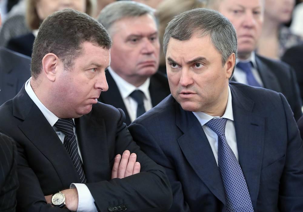 Первый заместитель руководителя администрации президента РФ Вячеслав Володин (справа)