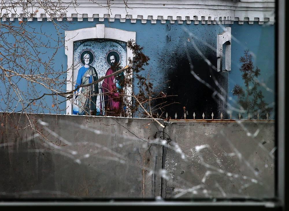 Храм, пострадавший в результате артобстрела в Куйбышевском районе Донецка
