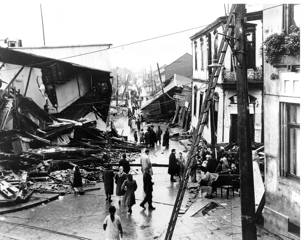 22 мая 1960 года у южного побережья центрального Чили произошло землетрясение магнитудой 9,5, которое вызвало цунами. Волна достигла берегов Чили, Японии и Филиппин, а также штата Гавайи (США). На фото: город Вальдивия