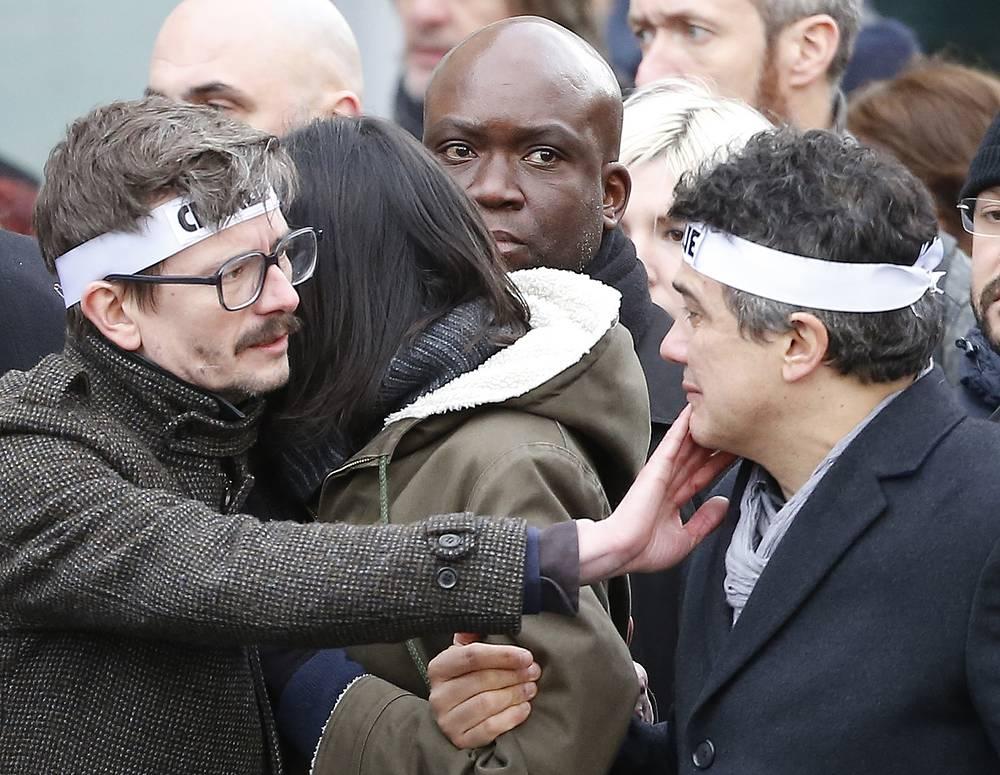 Сотрудники редакции Charlie Hebdo Ренальд Лузье и Патрик Пеллу (слева направо) во время марша