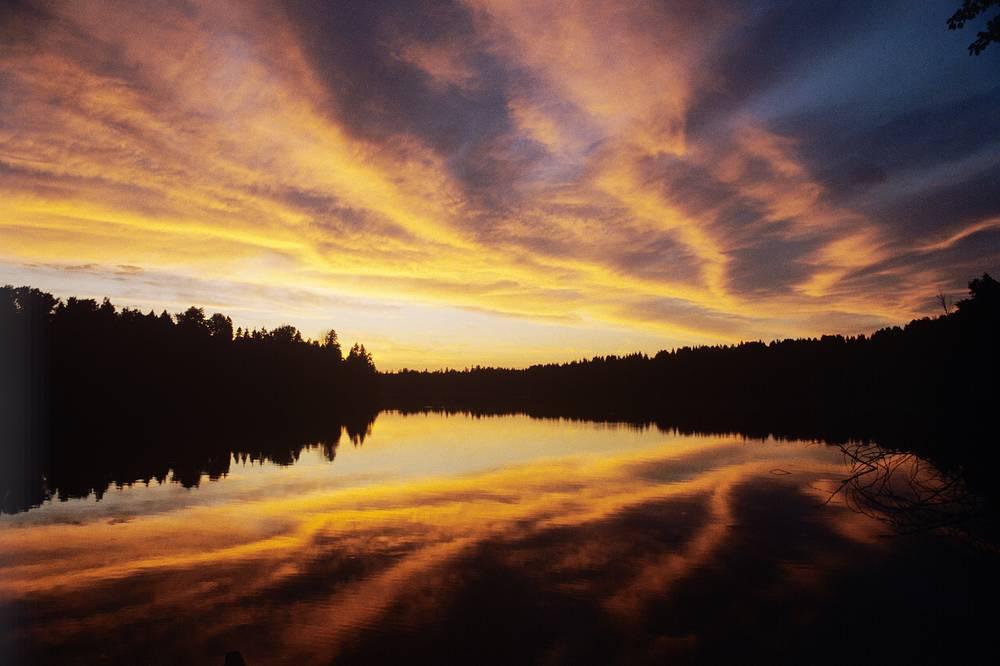 Озеро Валдай на закате, 1990 год