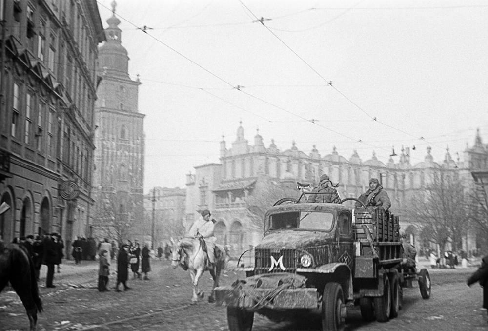 Первый Украинский фронт. Краков, освобожденный частями Красной Армии, 1945 год
