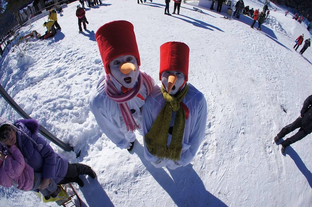 Веселые снеговики.
