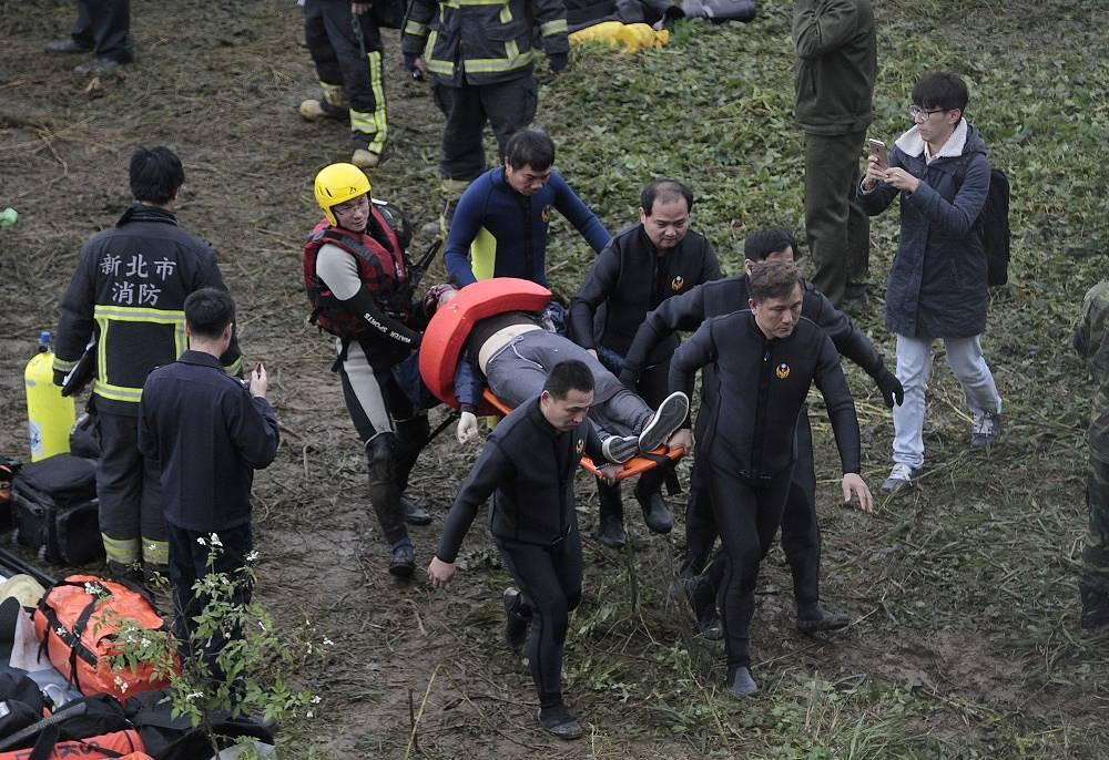 В то же время в управлении гражданской авиации острова подчеркнули, что причины катастрофы пока не ясны
